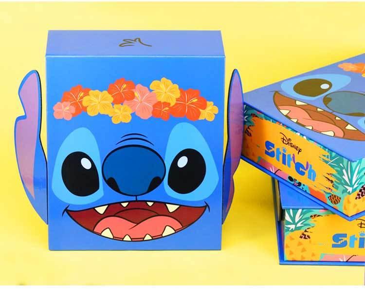 史迪奇金飾禮盒,耳朵內藏有磁鐵,超可愛的包裝設計,送給寶貝爸媽心情愉悅,寶貝更開心喔